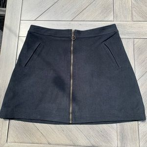 Abercrombie and Fitch Women's Navy Skirt - Size 4